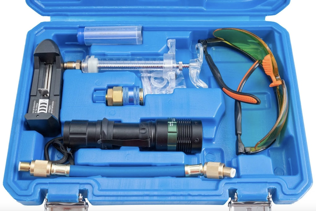 Detekce úniku pomocí UV látky